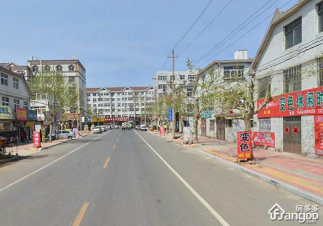 怡景园北园的开发商是青岛三美立股份有限公司.绿化率:0.4