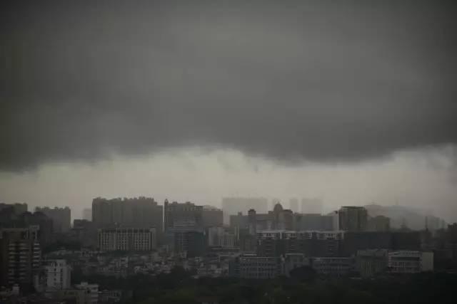 广州暴雨刷新纪录 这场雨还将持续发力,深圳人记得带伞图片